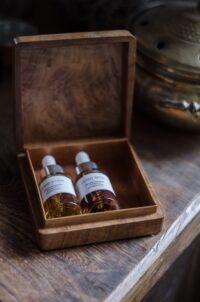"""Kurs perfumerii online """"święte drewno"""""""