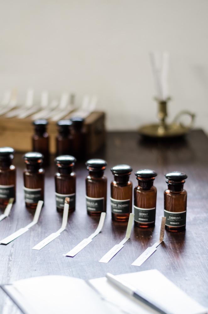buteleczki z olejkami eterycznymi, blottery